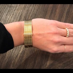 NEW 18k gold gucci  bracelet with diamond bar.